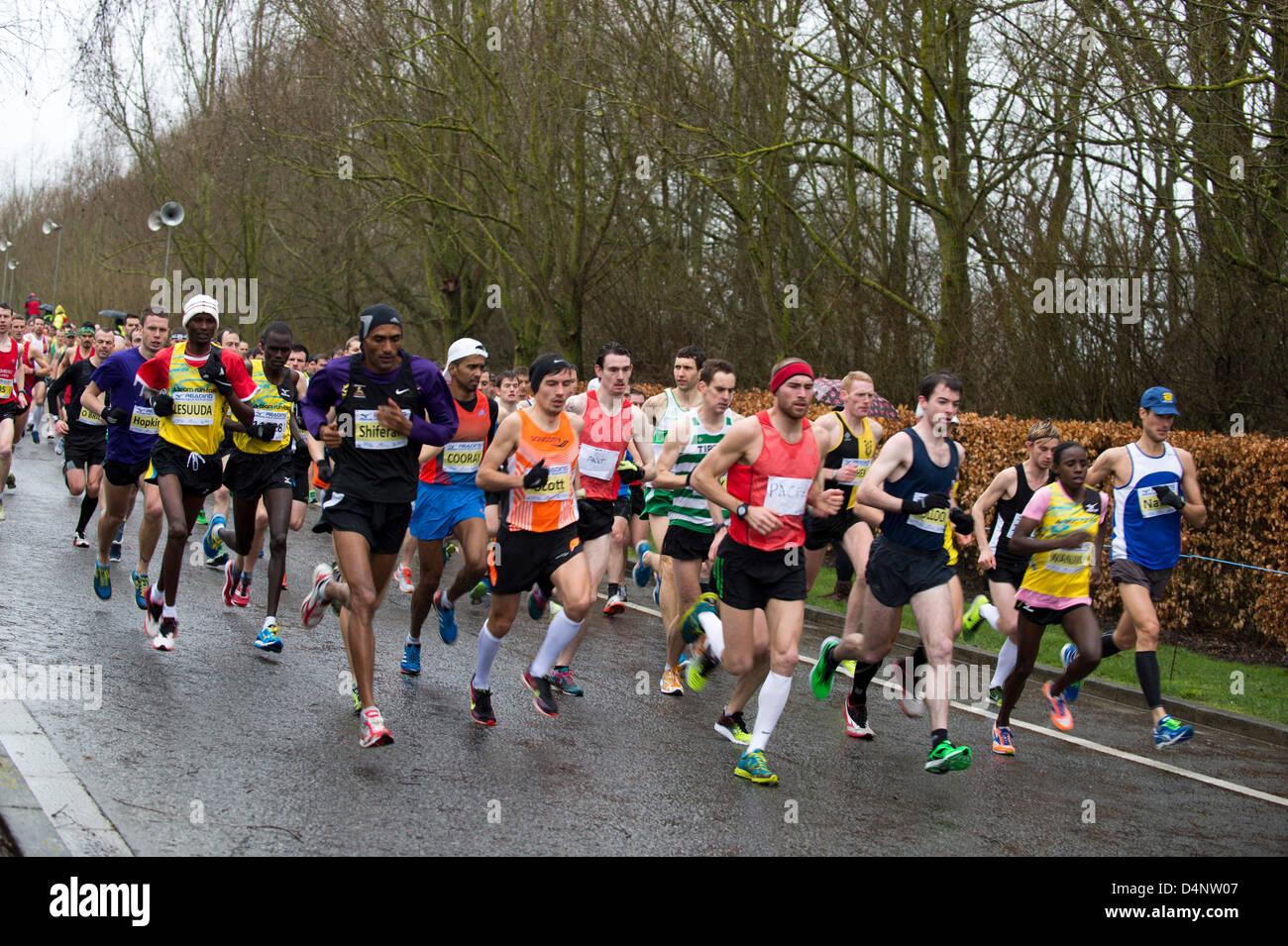 La lettura di mezza maratona, REGNO UNITO, 17 marzo 2013, guide di piombo a partire. Immagini Stock