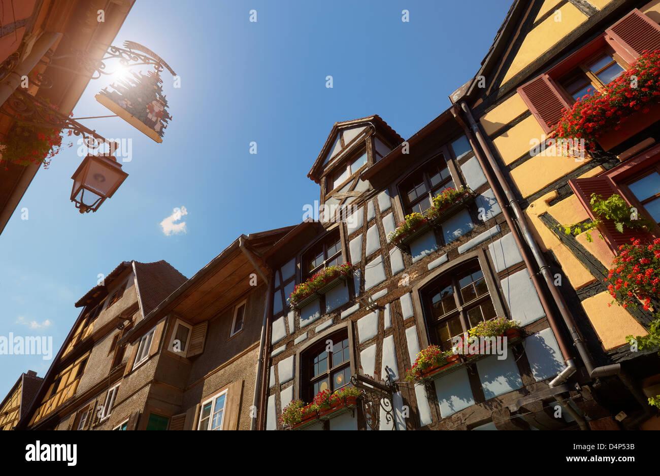 Legname di tipiche case di framing. Riquewihr. Alsazia strada del vino. Haut-Rhin. L'Alsazia. Francia Immagini Stock