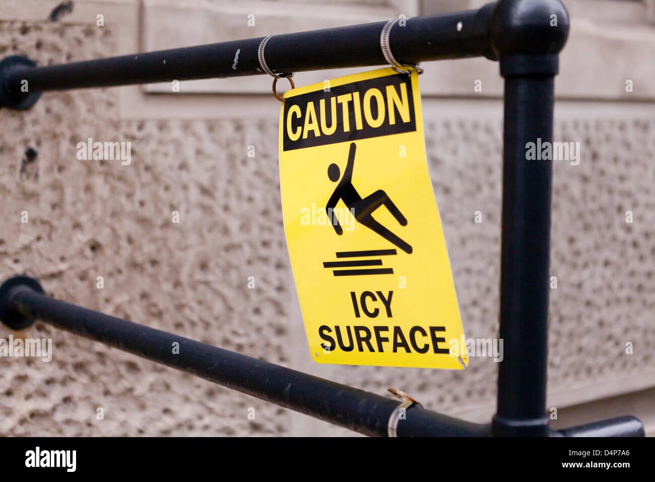 Superficie ghiacciata di segno di attenzione Immagini Stock