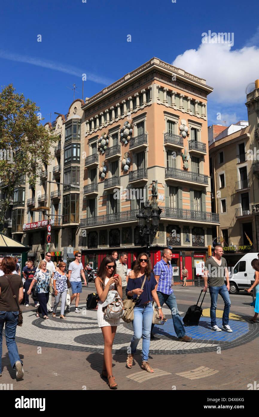 I turisti alla Ramblas, Barcelona, Spagna Immagini Stock