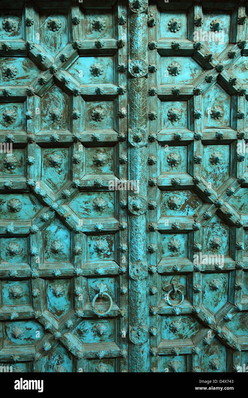 Dettaglio della vecchia porta al mercato, Dubai, Emirati Arabi Uniti Immagini Stock