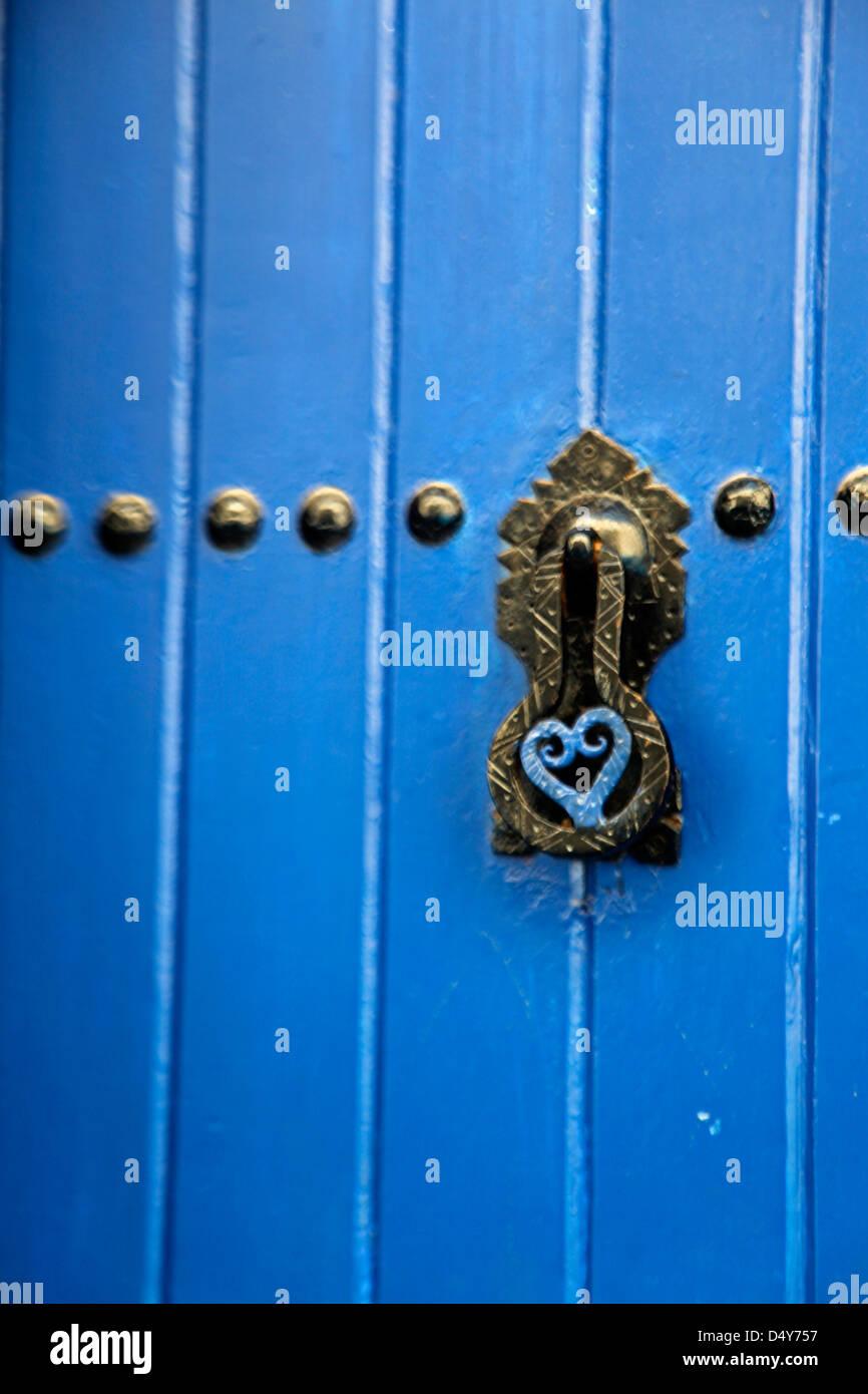 Africa, Marocco Rabat. Porta blu della Kasbah di Oudaya, un sito Patrimonio Mondiale dell'UNESCO. Foto Stock