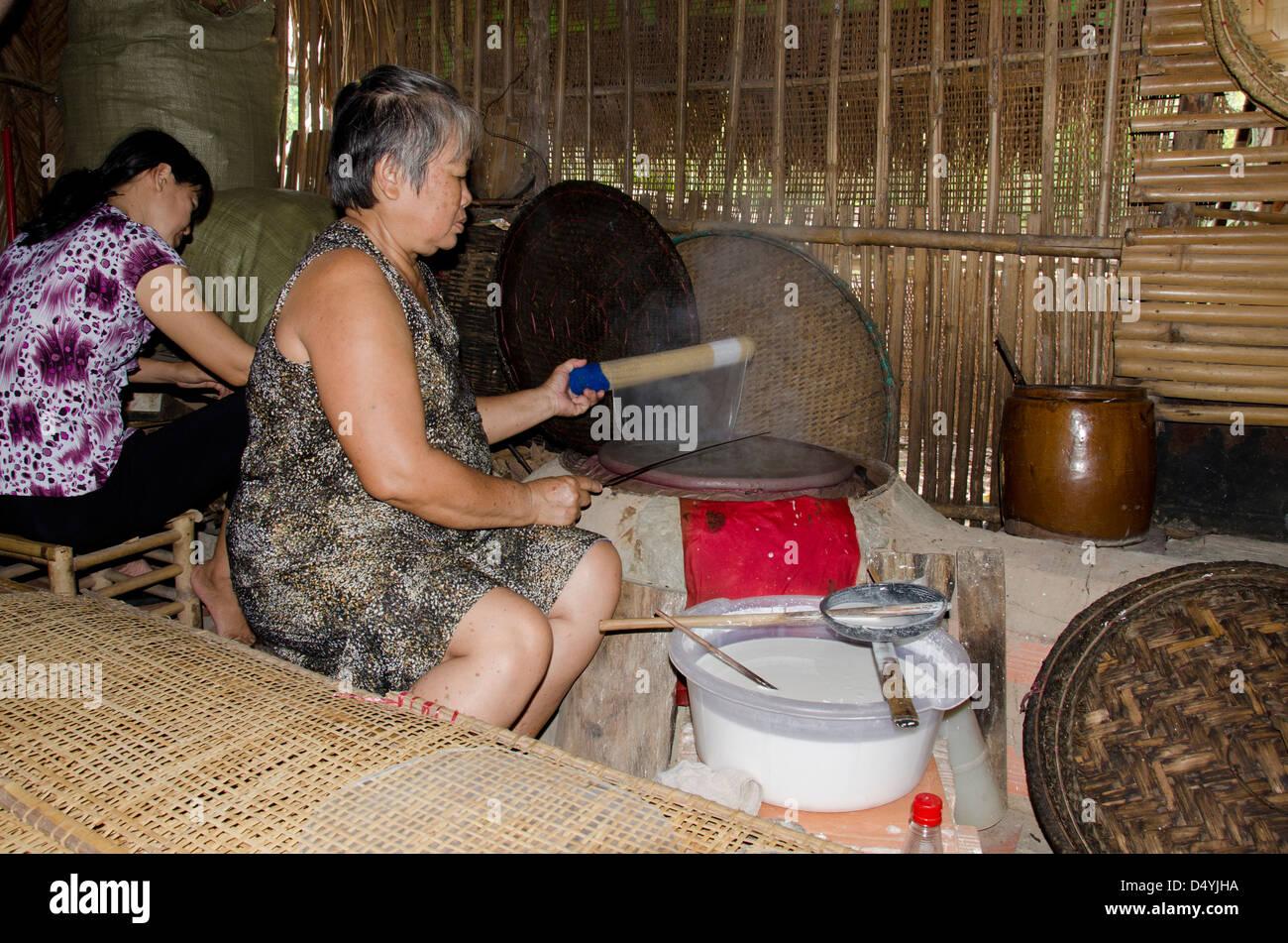 Il Vietnam, Cu Chi. Ultra sottile \'carta di riso\' utilizzato nella ...
