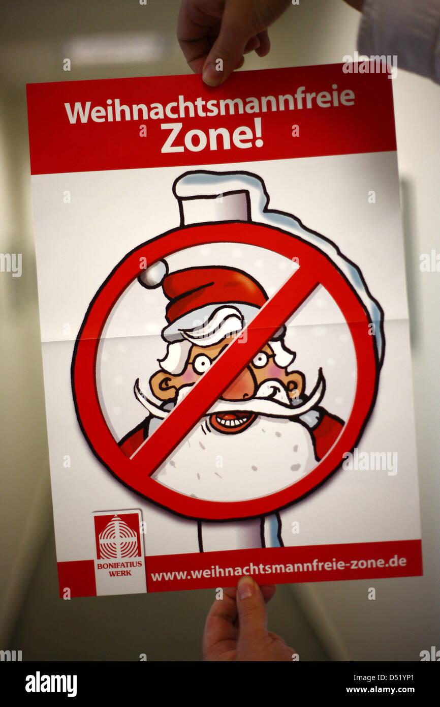 Un anti-Santa Claus poster è presentato a Colonia, Germania, 05 ottobre 2010. I cattolici campagna contro la Immagini Stock