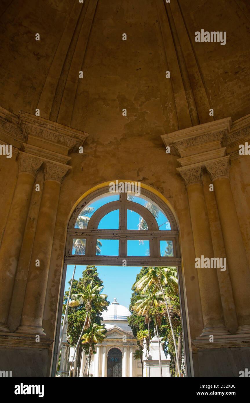 Bella e antica entrata al cimitero di Montevideo, Uruguay Immagini Stock