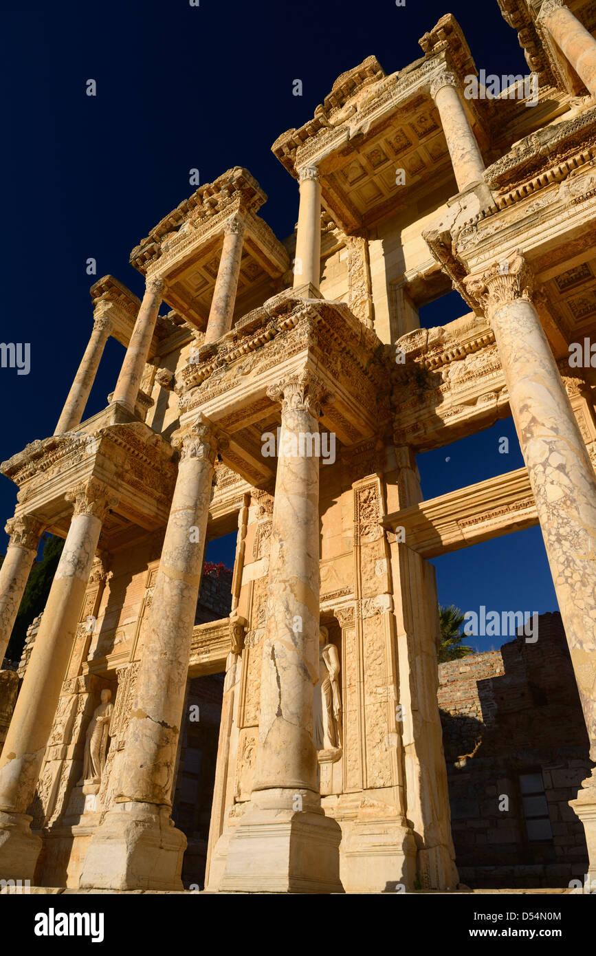 la biblioteca Celso di Efeso risalente al 135 d.c.datazione di casse di eresia Klipsch