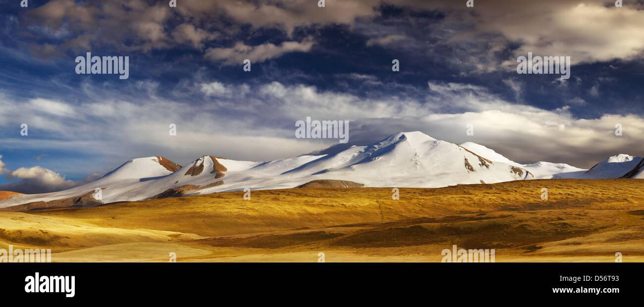 Paesaggio di montagna, l'Altopiano Ukok, la giunzione di Russo, Cinese e i confini della Mongolia Immagini Stock