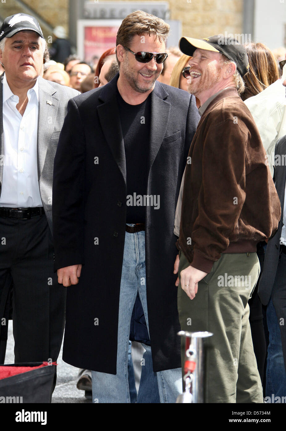 Attore australiano Russell Crowe (C) e il regista Ron Howard parla accanto  a show host Jay Leno (L) mentre Crowe riceve i 2,404th della stella sulla  Hollywood Walk of Fame in Hollywood,