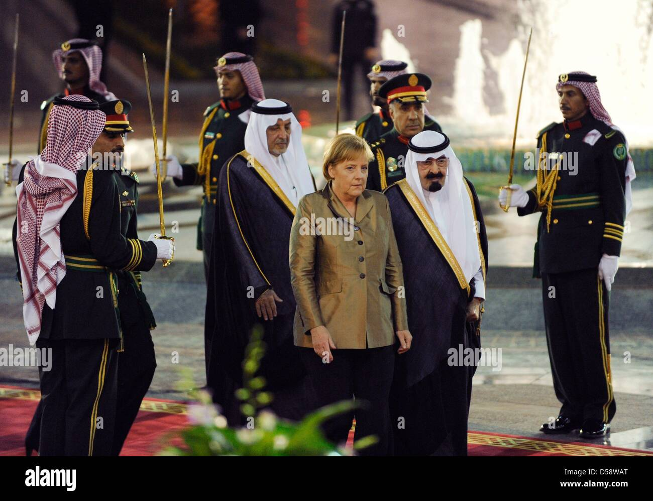 Bundeskanzlerin Angela Merkel (CDU) wird am Dienstag (25.05.2010) vor dem Palast des Königs in Djidda (Saudi Immagini Stock