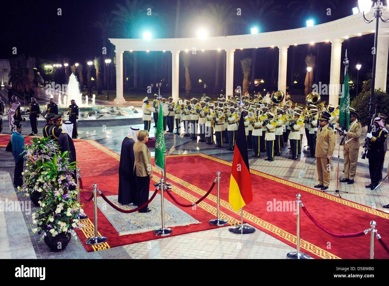 Bundeskanzlerin Angela Merkel (CDU. Mitte rechts) wird am Dienstag (25.05.2010) vor dem Palast des Königs in Immagini Stock