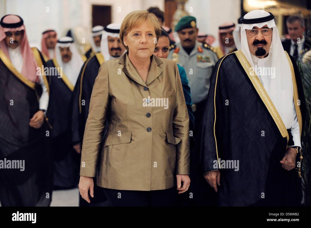 Bundeskanzlerin Angela Merkel (CDU) geht am Dienstag (25.05.2010) im Palast des Königs in Djidda (Saudi-Arabien) Immagini Stock