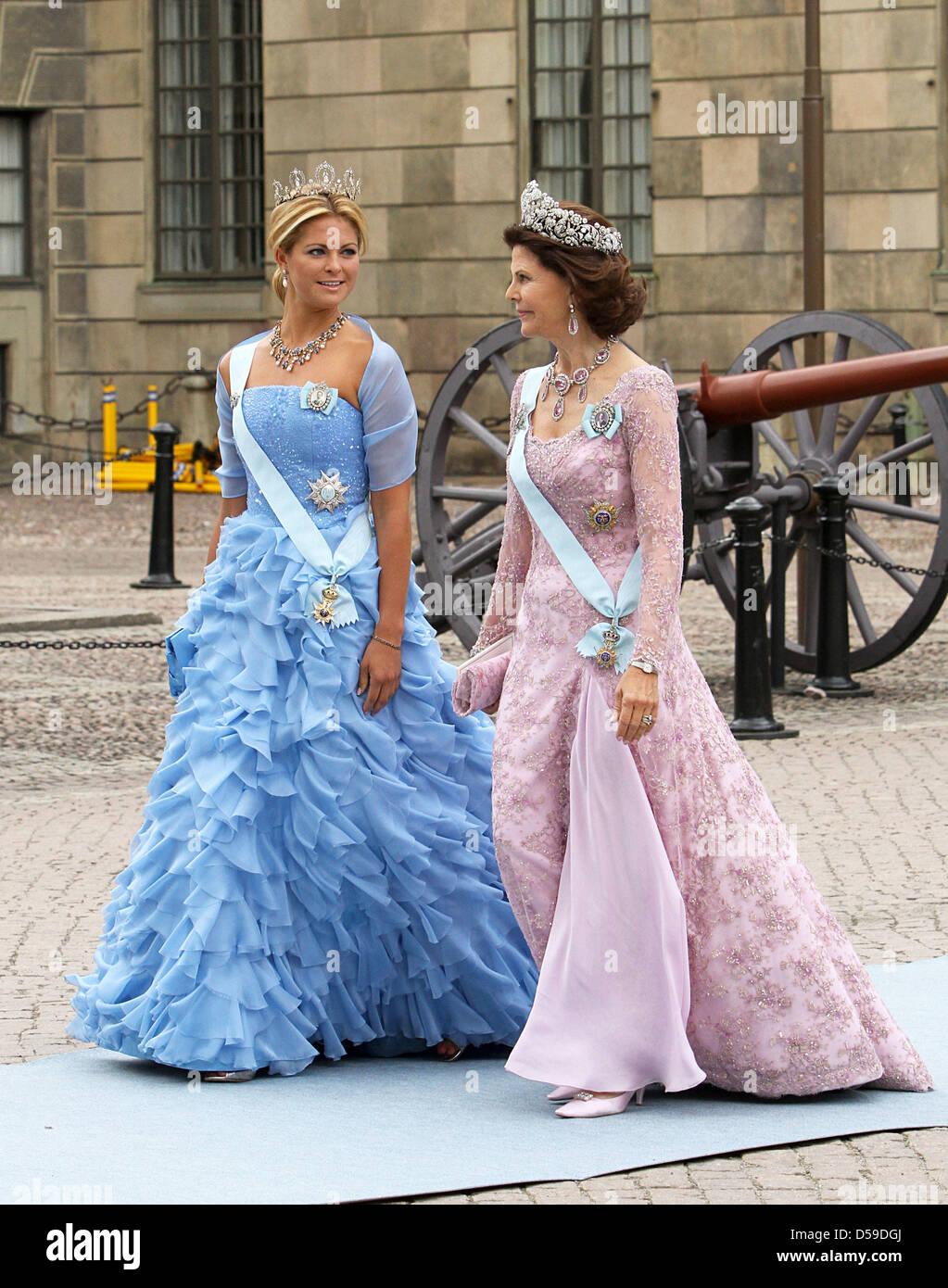 28766ff6bc4d La principessa Madeleine di Svezia (L) e la Regina Silvia di Svezia arriva  per
