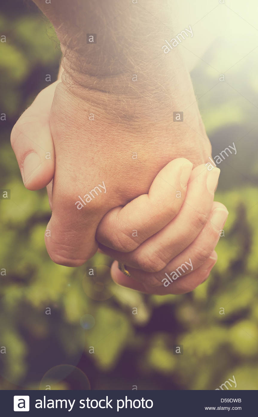 Giovane Holding Hands Immagini Stock