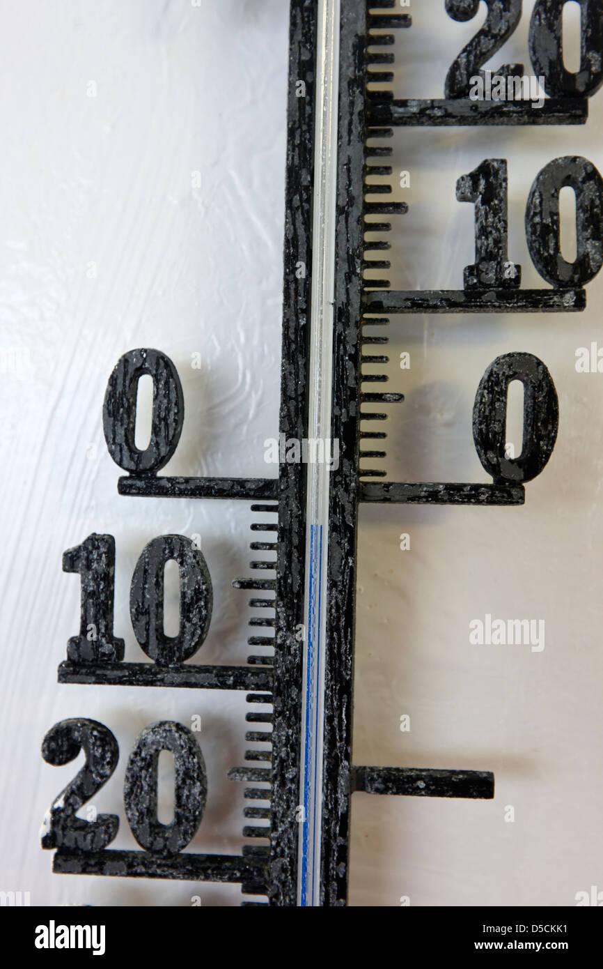 Navi termometro esterno mostra -2C Norvegia europa Immagini Stock