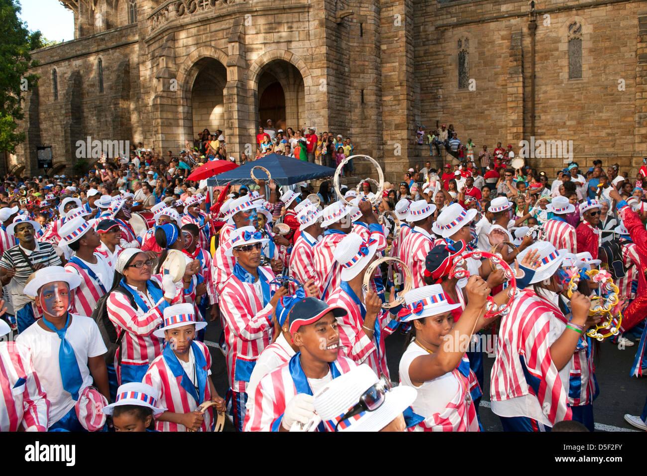 Il Cape Minstrels / Kaapse Klopse parade si tiene ogni anno il 2 gennaio a Cape Town, Sud Africa. Immagini Stock