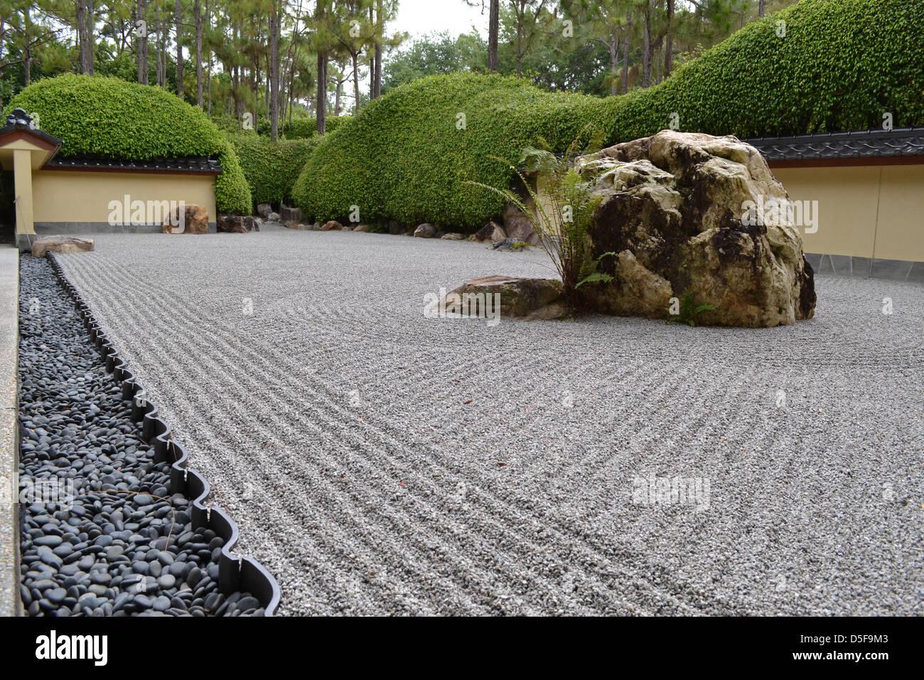 Giapponese giardino di pietra foto immagine stock  alamy