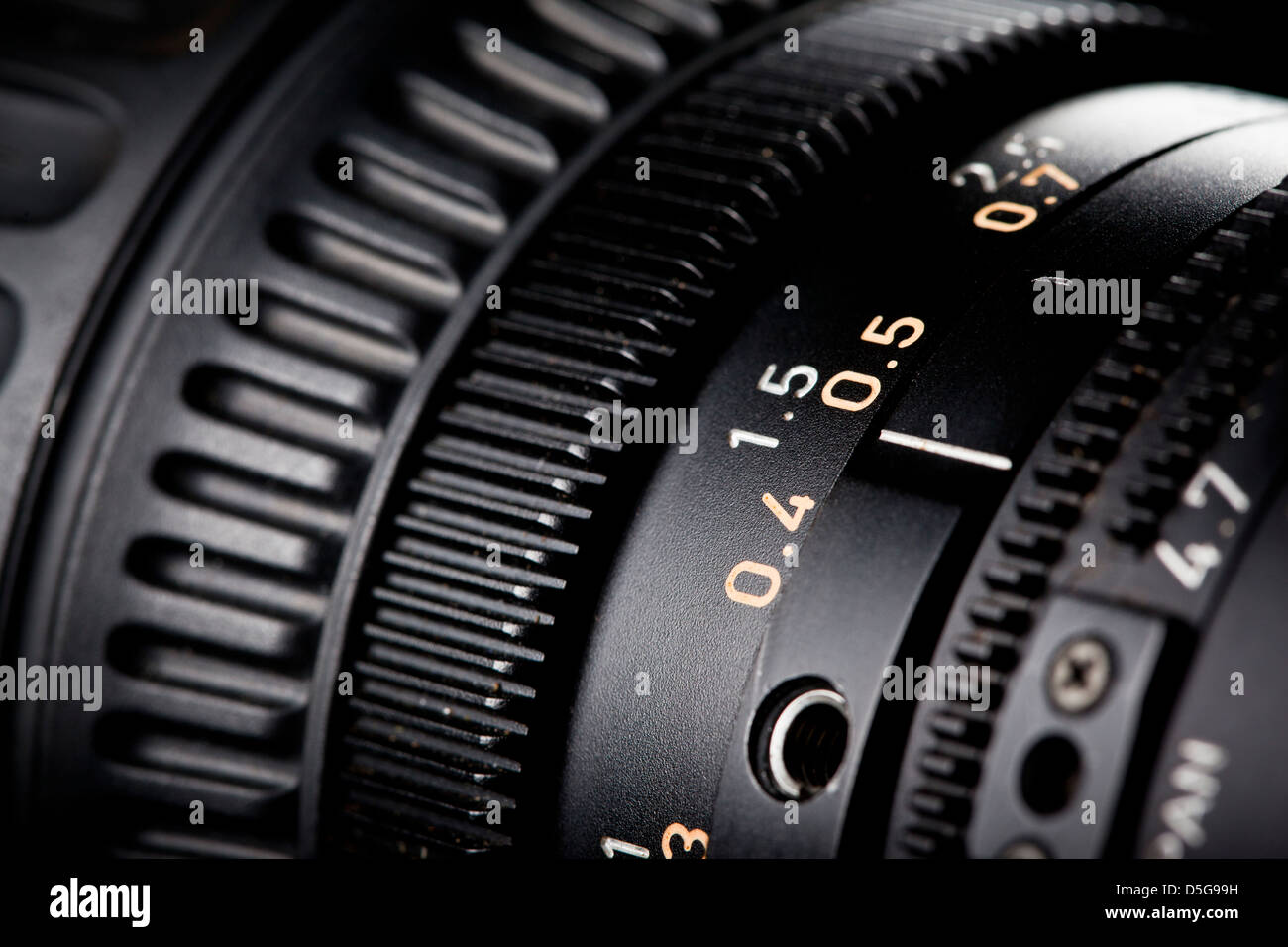 Close-up di ghiera di messa a fuoco su un televisore la lente della fotocamera. Immagini Stock