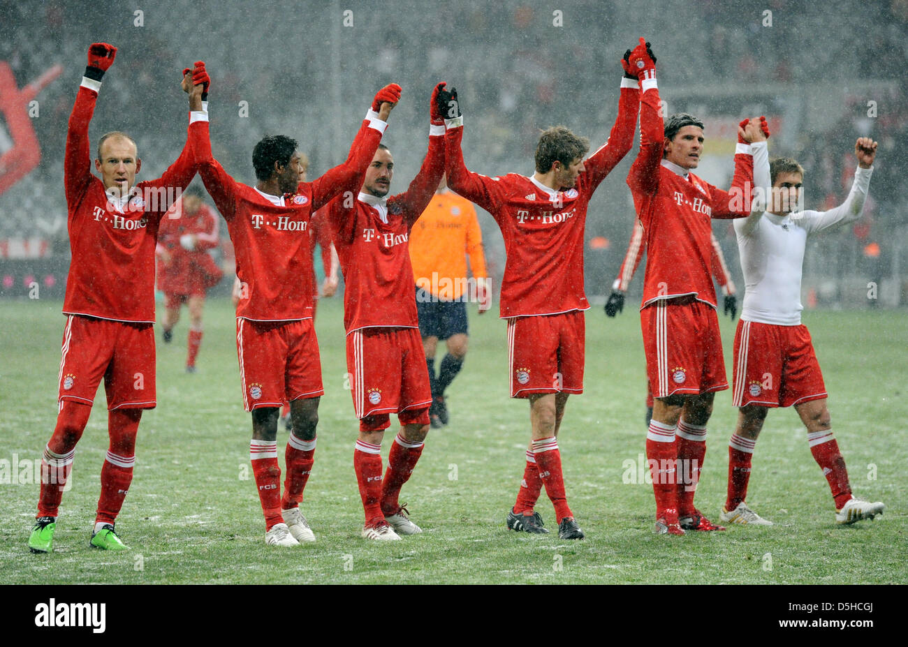 Monaco di Baviera Arjen Robben (L-R), David Alaba, Diego Contento, Thomas Mueller, Mario Gomez e Philipp Lahm allegria Immagini Stock
