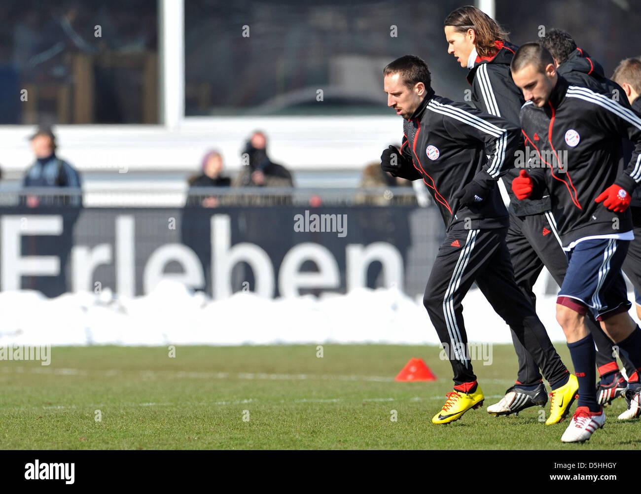 Bundesliga tedesca club FC Bayern Monaco di Baviera (L-R) Franck Ribery, Daniel van Buyten e Diego contento durante Immagini Stock