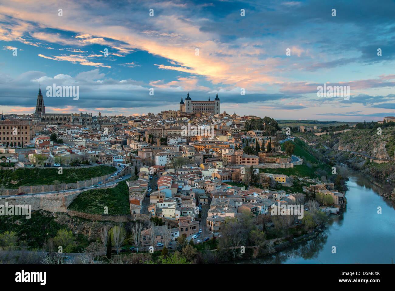 Skyline al tramonto, Toledo, Castiglia La Mancha, in Spagna Foto Stock