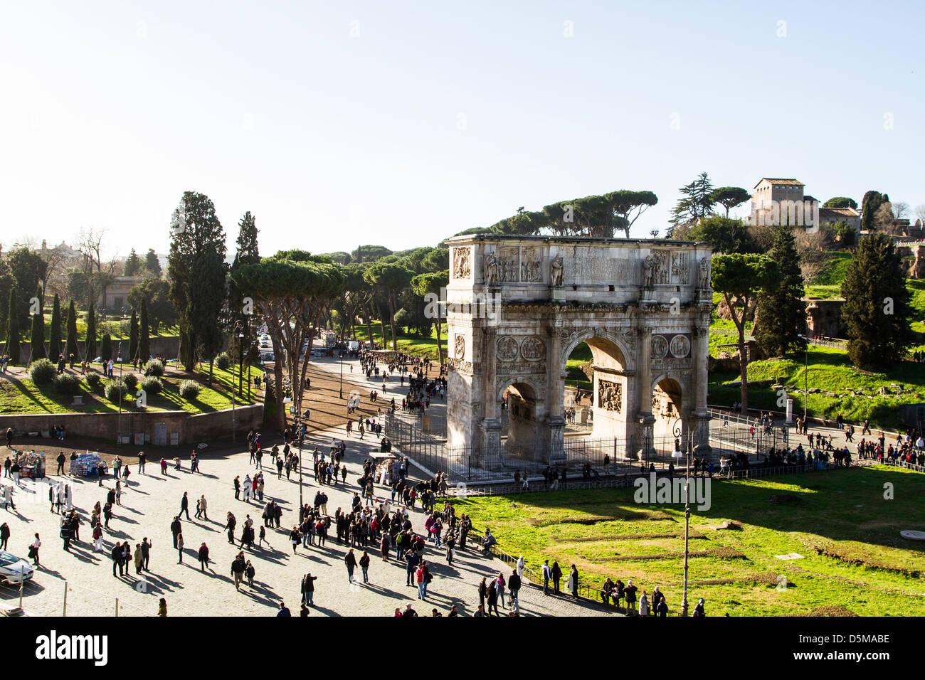 Arco di Costantino (Arco di Costantino) visto dal Colosseo. Immagini Stock