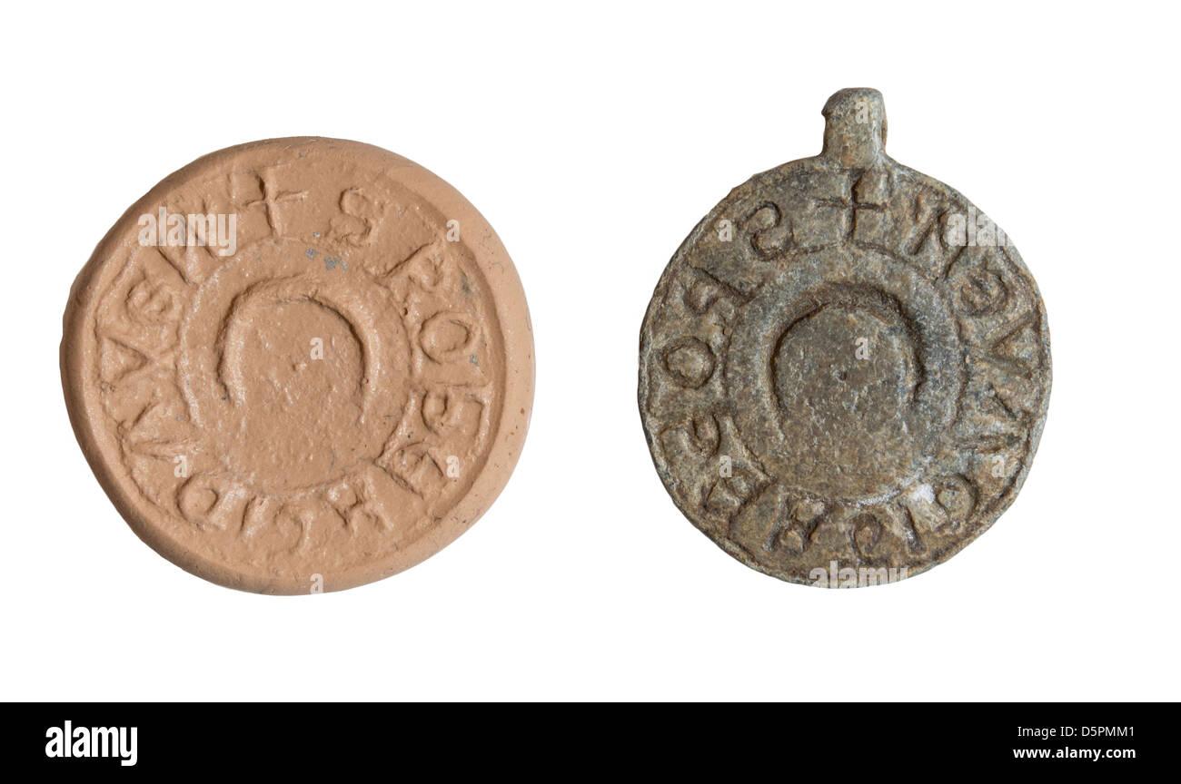 Un medievale sigillo di piombo. 13esimo secolo CE Immagini Stock
