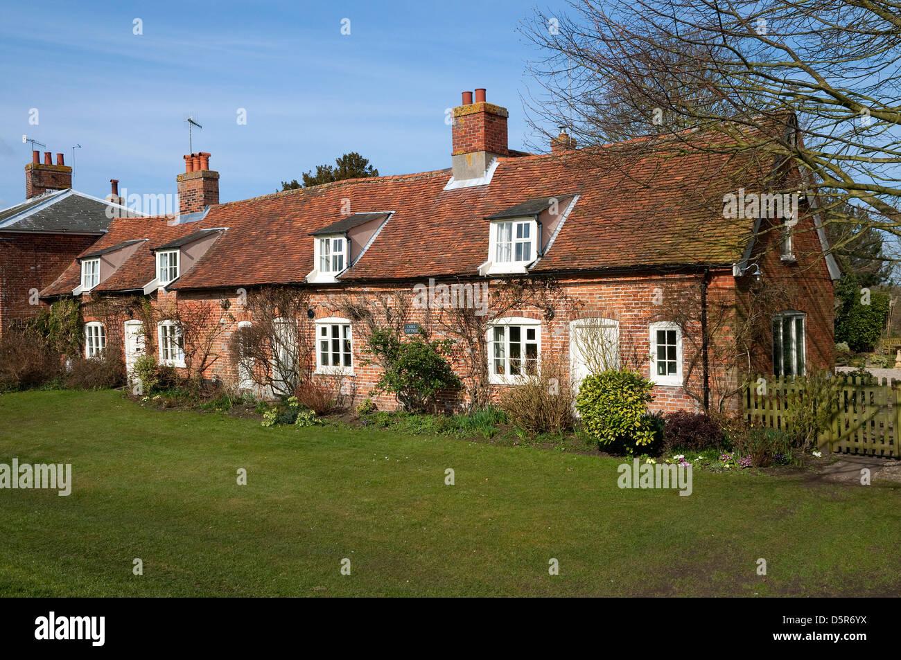 Fila di case rustiche orford suffolk inghilterra foto & immagine