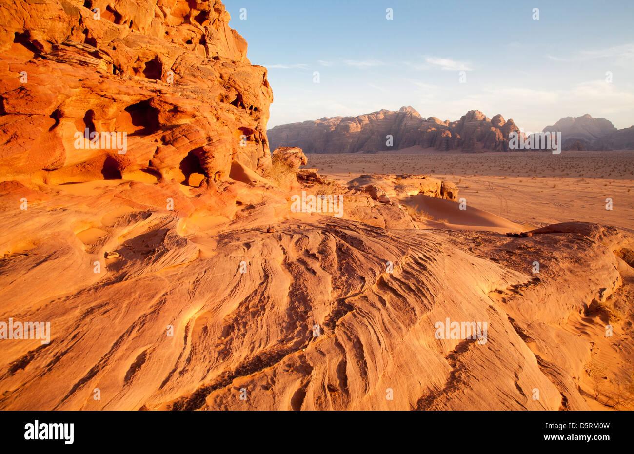 Il Wadi Rum o a valle della Luna in Giordania Immagini Stock