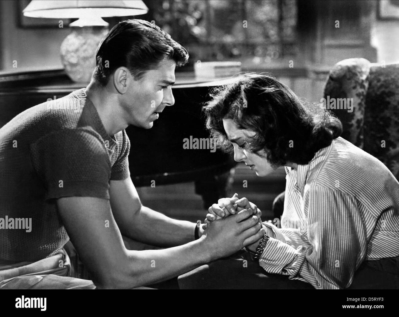 RONALD REAGAN & VIVECA LINDFORS notte alla notte (1949) Immagini Stock