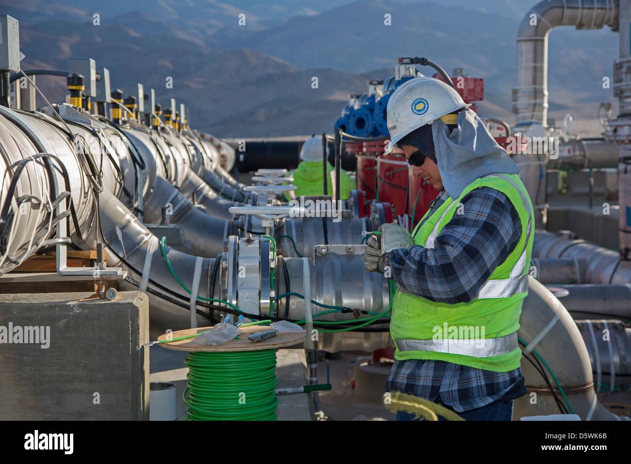 Los Angeles restituisce acqua al Lago Owens 100 anni dopo la costruzione di Los Angeles acquedotto Immagini Stock
