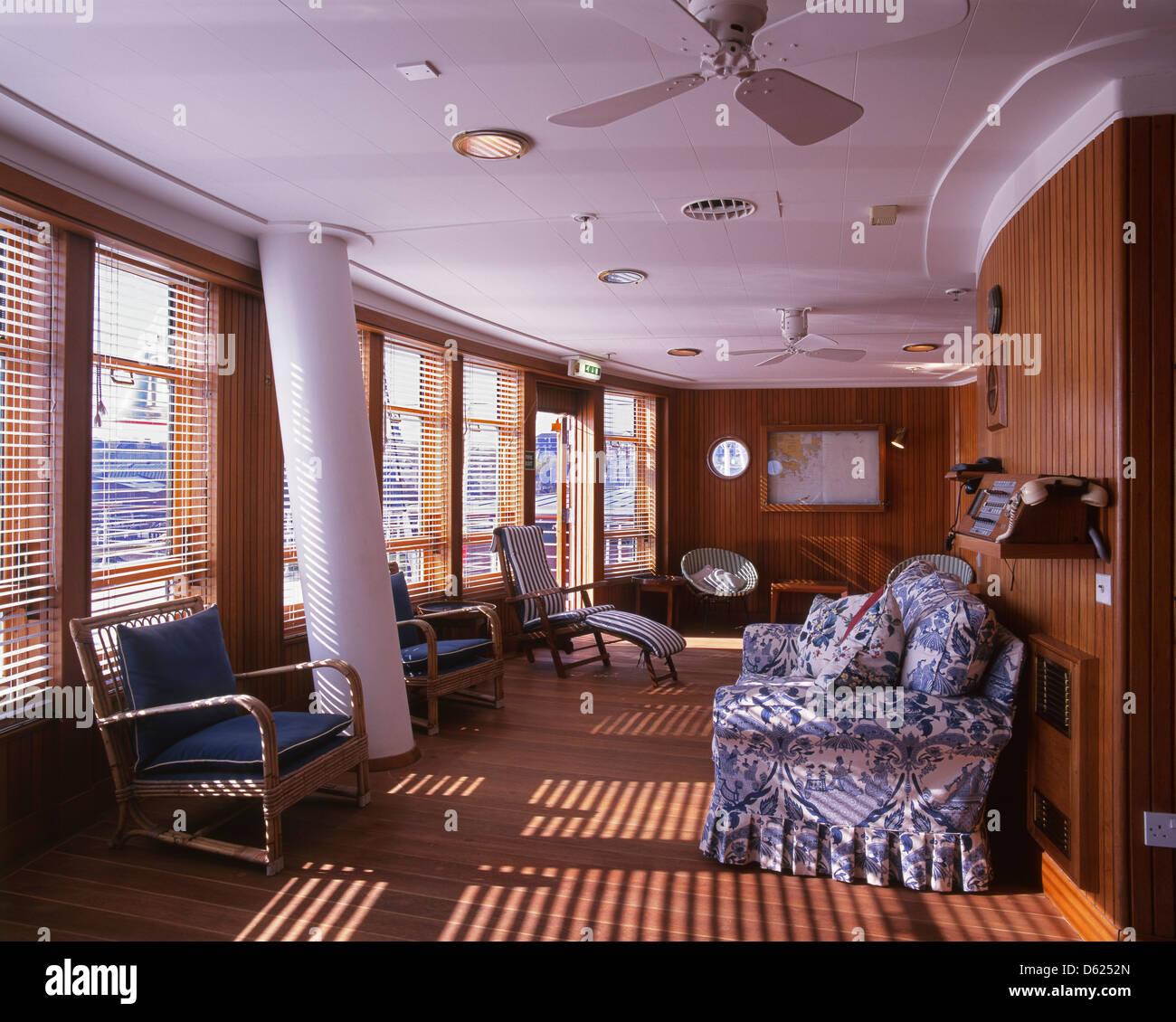 Sun lounge al Royal Yacht Britannia, ormeggiata a Ocean Terminal in Leith, Edimburgo, e ora una attrazione turistica. Immagini Stock