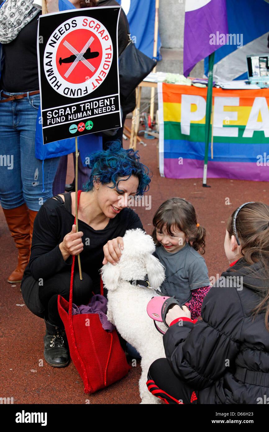 Glasgow, Scotland, Regno Unito 13 aprile 2013. Lotta contro le armi nucleari e Anti Trident marzo e di dimostrazione Immagini Stock
