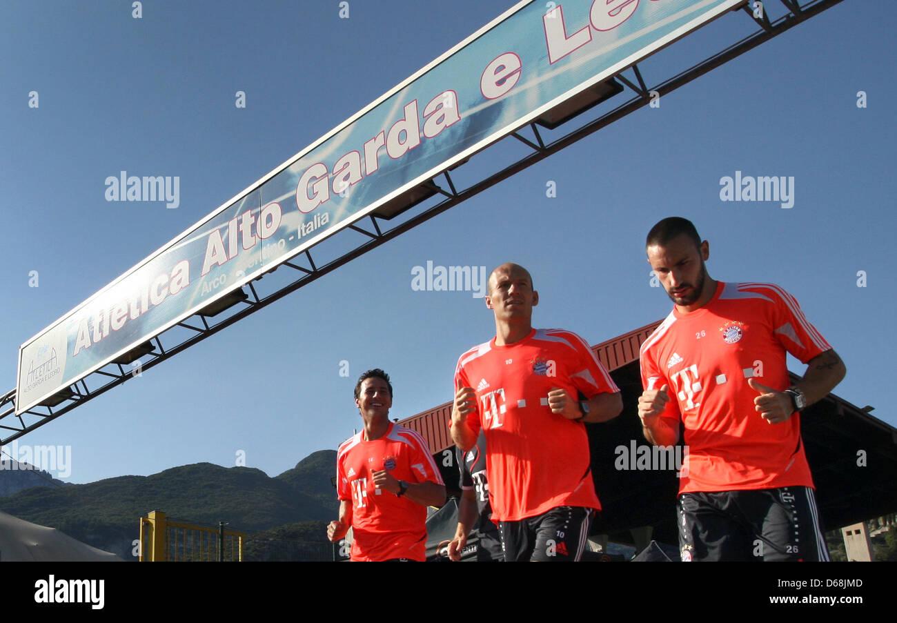 Claudio Pizarro, Arjen Robben e Diego Contento (L-R) della Bundesliga tedesca club FC Bayern Monaco pratica durante Immagini Stock