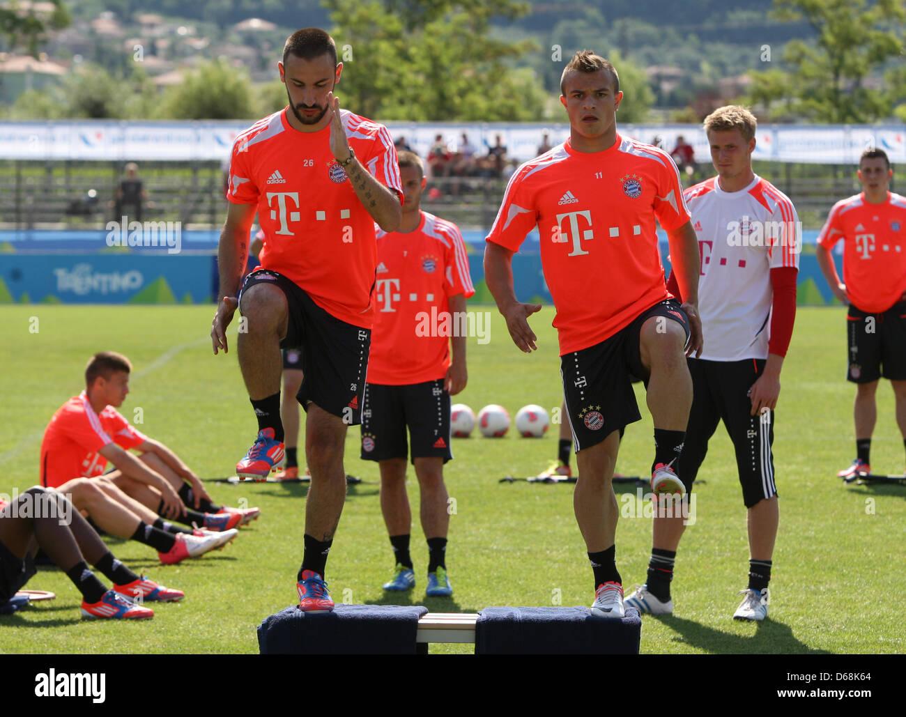FC Bayern Monaco Diego è contento (L) e Xherdan Shaqiri pratica durante una sessione di formazione presso la Immagini Stock