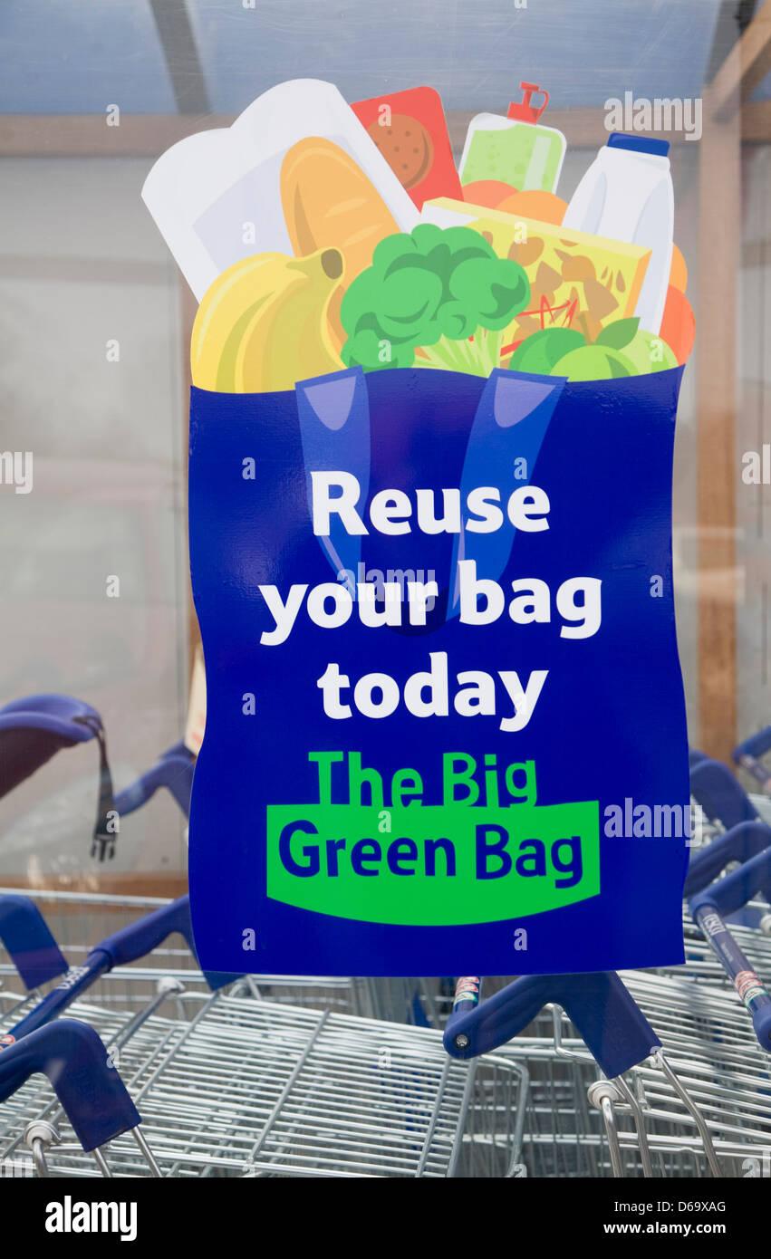 Tesco sacchetto verde schema di riutilizzo poster pubblicitari, REGNO UNITO Immagini Stock