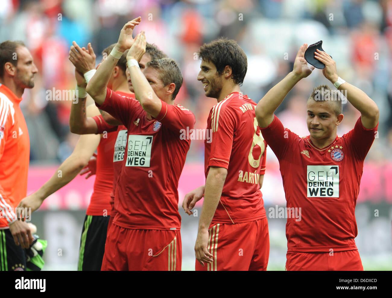 Monaco di Baviera Bastian SCHWEINSTEIGER (L-R), Javier Martinez e Xherdan Shaqiri allegria dopo la Bundesliga tedesca Foto Stock