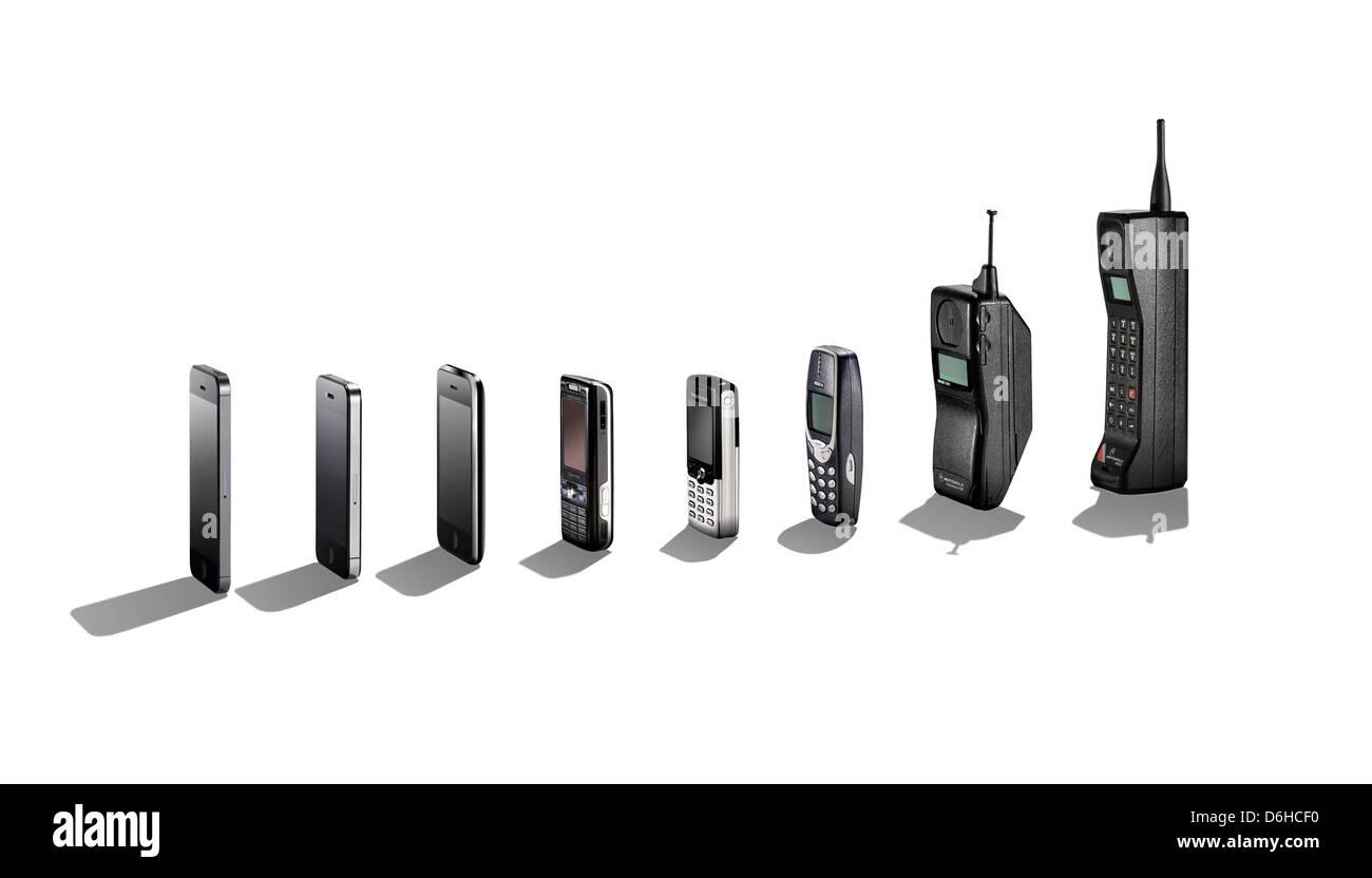 Una vasta gamma di telefoni cellulari che mostra la loro evoluzione con le ombre. Immagini Stock