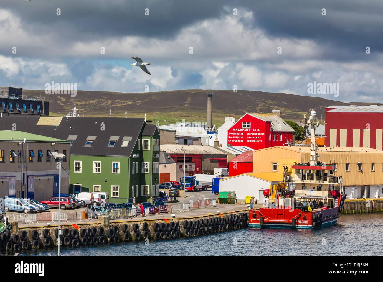 Punto di vista del porto di Lerwick, Isole Shetland Scozia, Regno Unito, Europa Immagini Stock