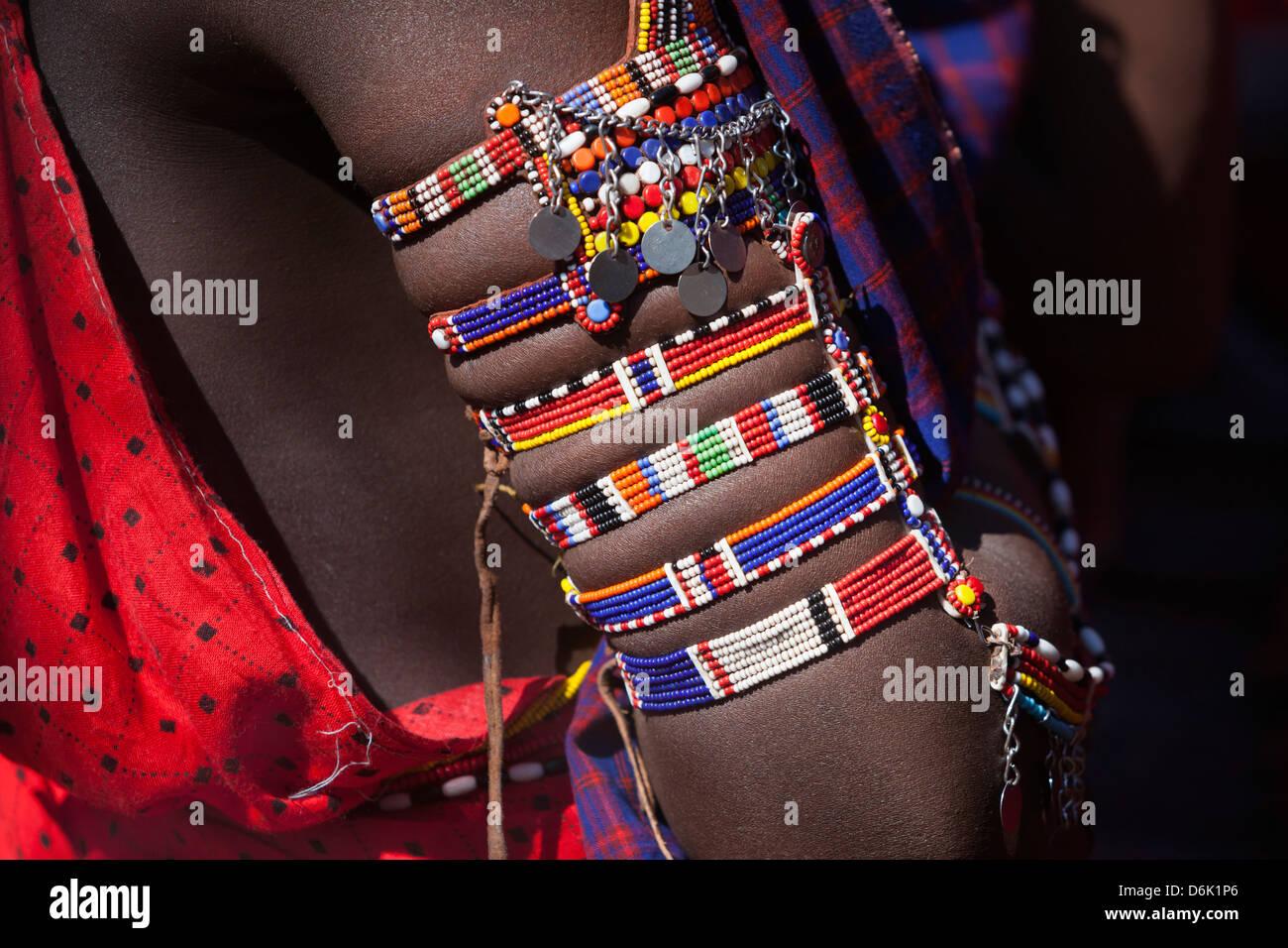Maasai beadwork presso il predatore del fondo di compensazione di giorno di paga, Gruppo Mbirikani Ranch, Amboseli Immagini Stock
