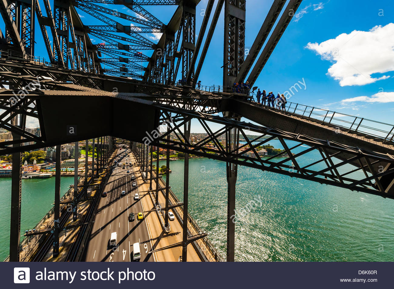 Persone che salgono alla sommità del Ponte del Porto di Sydney, BridgeClimb Sydney, Sydney, Nuovo Galles del Immagini Stock