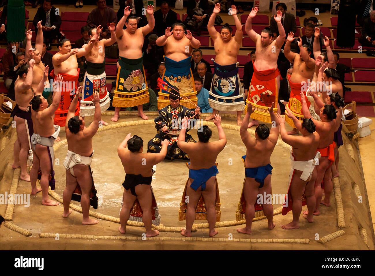 Sumo concorso al Kokugikan Stadium di Tokyo, Giappone, Asia Immagini Stock