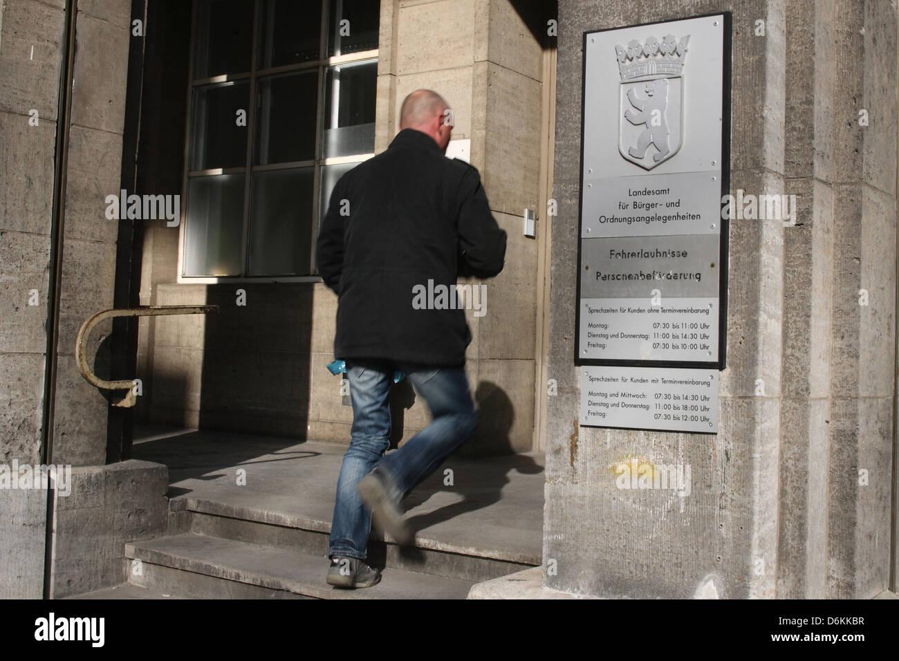 Berlino, Germania, l'entrata dell'Ufficio statale per i cittadini e per i problemi di pianificazione Immagini Stock