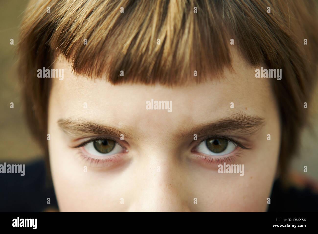 7 anno vecchia ragazza con bangs Immagini Stock