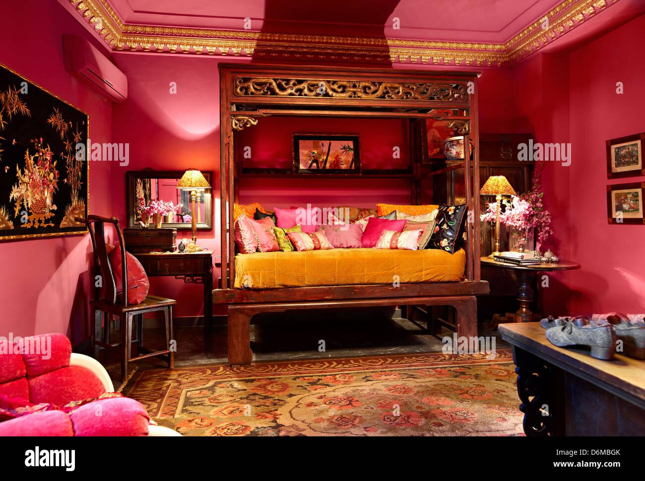 Parete Camera Da Letto Rosa : Parete rosa camera da letto letto da giorno colori luminosi foto