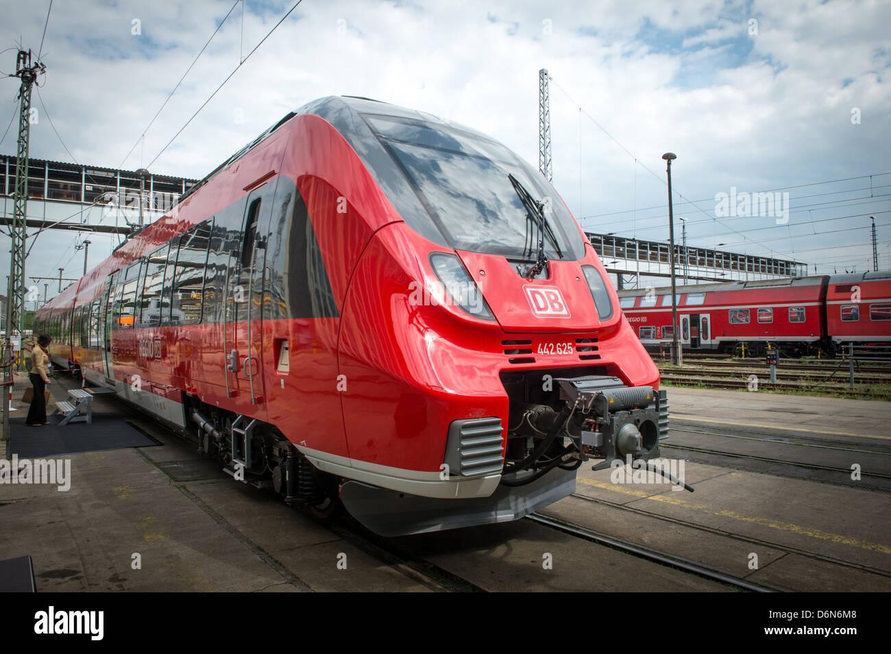 Berlino, Germania, la presentazione dei nuovi talenti 2 treni di Deutsche Bahn Immagini Stock
