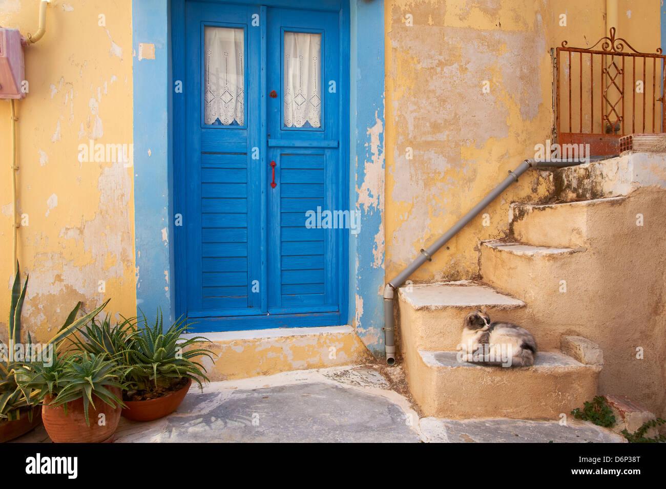 Il Blue Door, Ermoupoli (Khora), Syros Island, Cicladi, isole greche, Grecia, Europa Immagini Stock