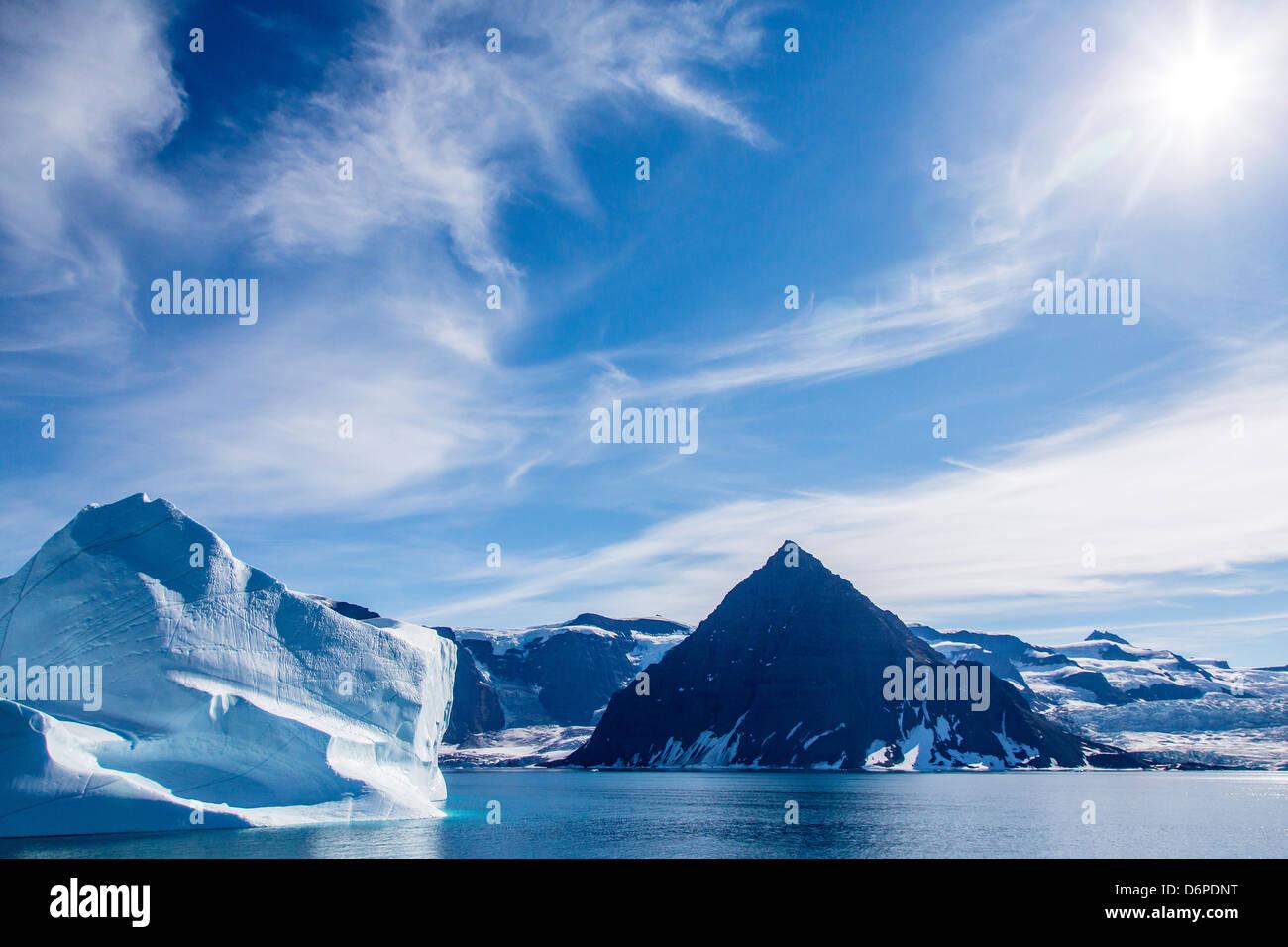 Enormi iceberg, Scoresbysund, a nord-est della Groenlandia, regioni polari Immagini Stock