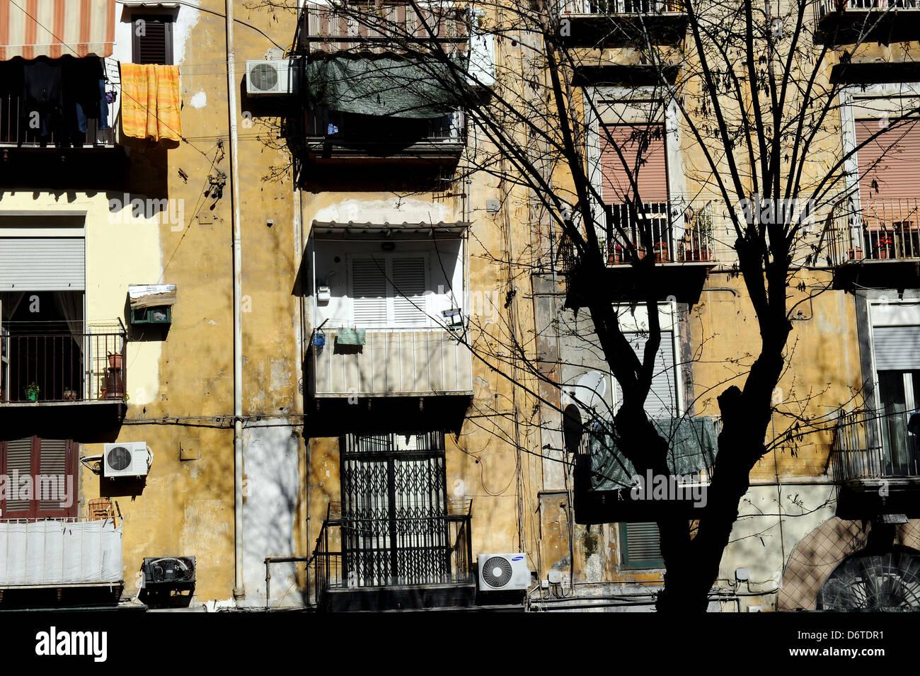 Balconi Piccolissimi : Balcony naples italy balconies immagini balcony naples italy