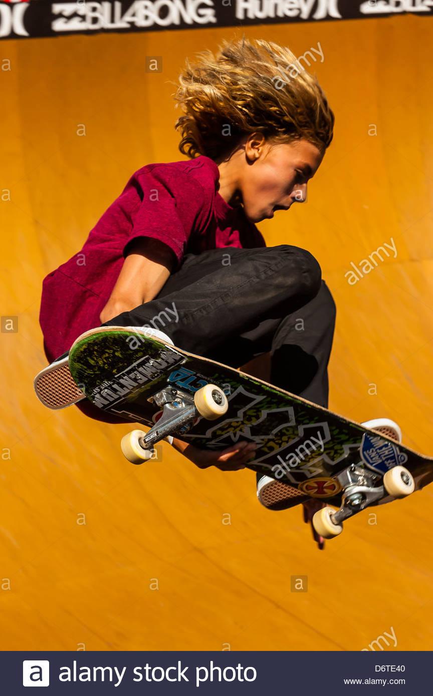 Professional gare di skateboard in spiaggia recipiente durante l'Australian Open di surf a Manly Beach, Sydney, Immagini Stock