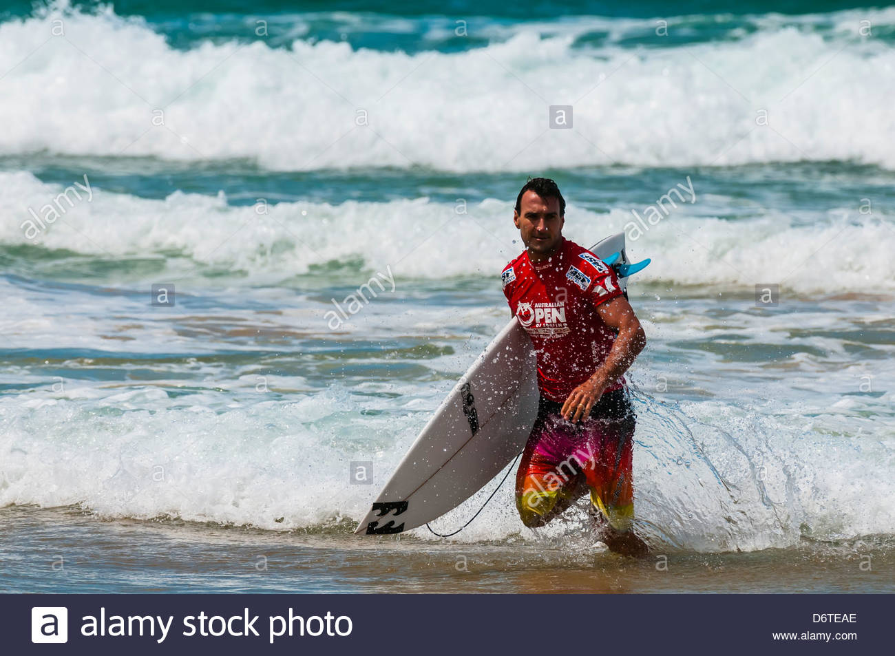 Pro surfer a competere in Australian Open di surf, Manly Beach, Sydney, Nuovo Galles del Sud, Australia Foto Stock